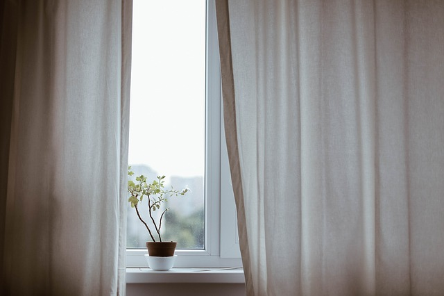 curtains-1854110_640.jpg